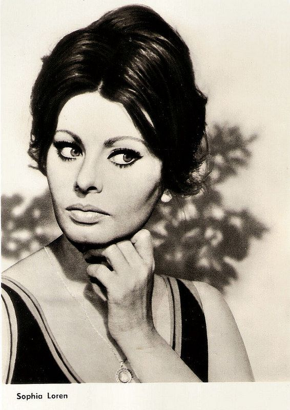 Sophia Loren. East-German postcard by VEB Progress Filmvertrieb, Berlin, no. 2676, 1966.