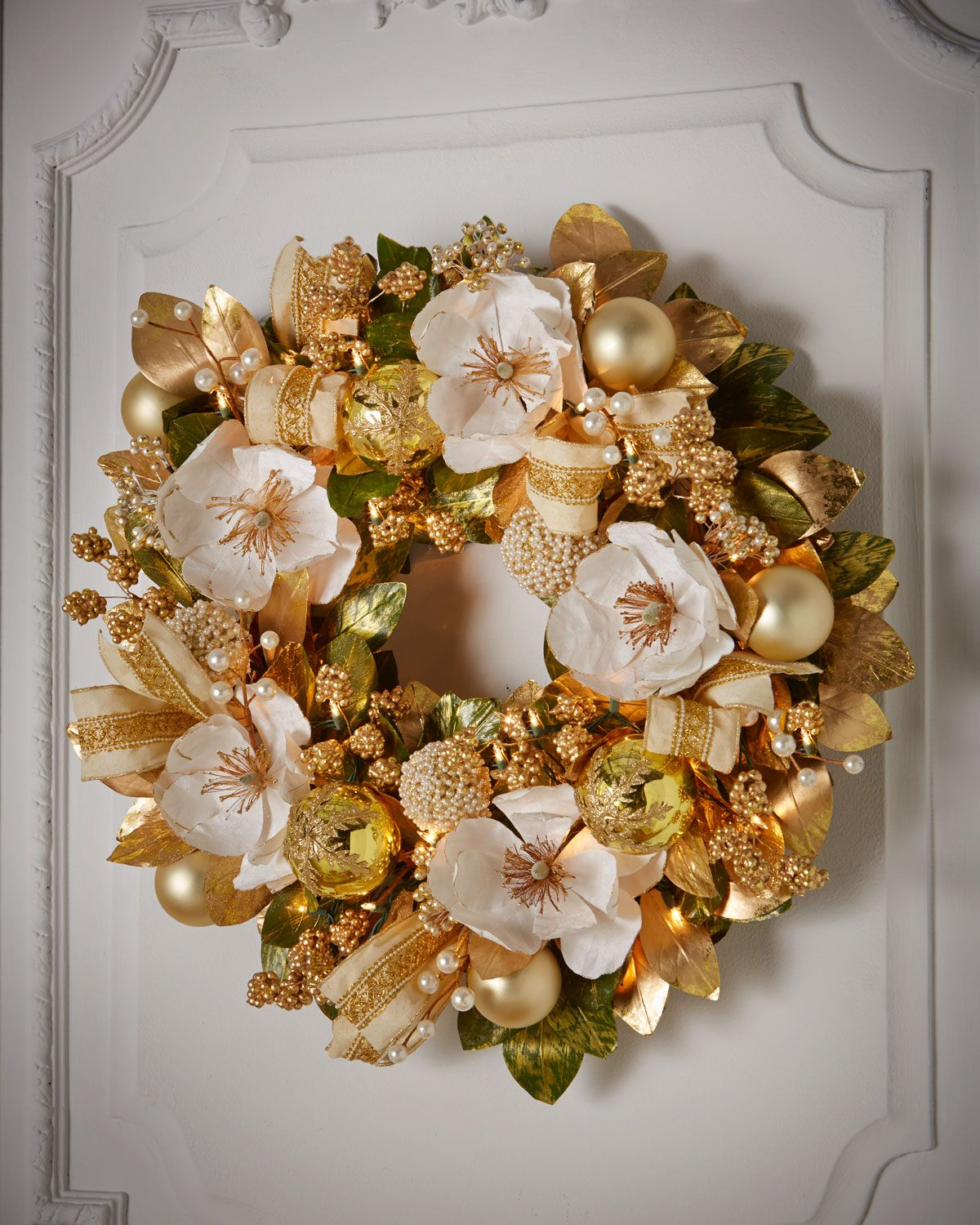 "Winter White & Gold Pre-Lit 28"" Wreath"