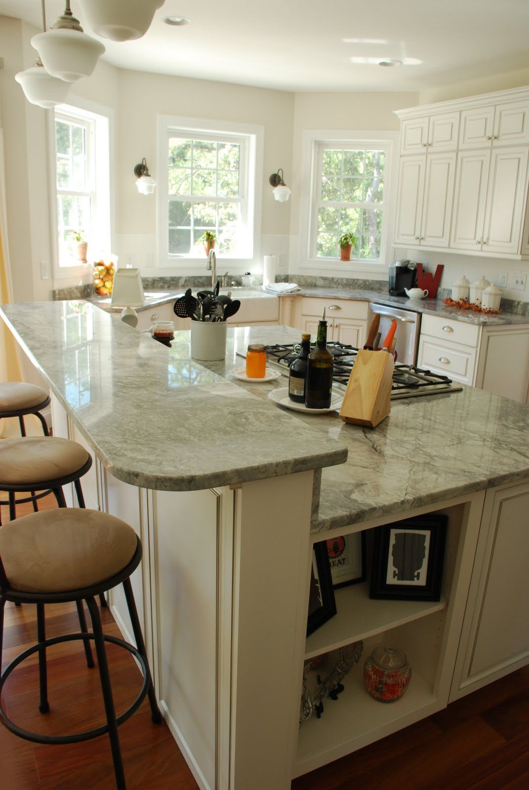 Sherwin Williams White Duck Benjamin Moore Moonshine Kitchen Design Small Kitchen Remodel Kitchen Inspirations