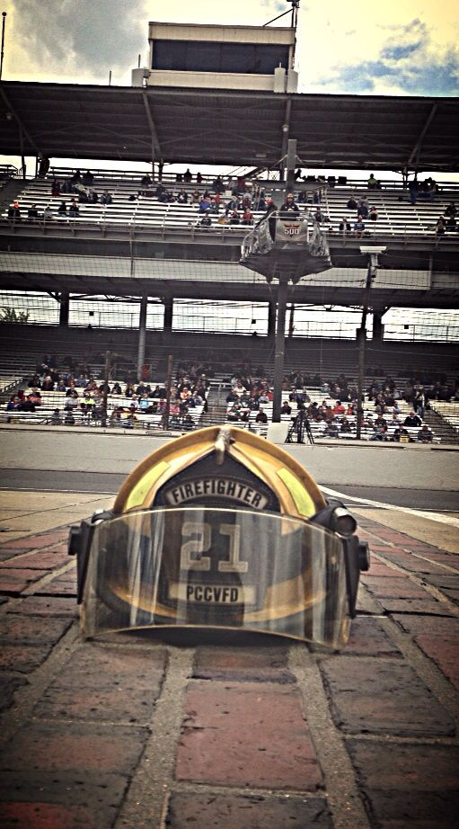 #firefighting #firefighter #helmetart #hero  #photooftheday #rescue #911 #firehelmet #firehelmetart #firehelmetphoto #gasolinealley #indy500 #yardofbricks #startfinishline
