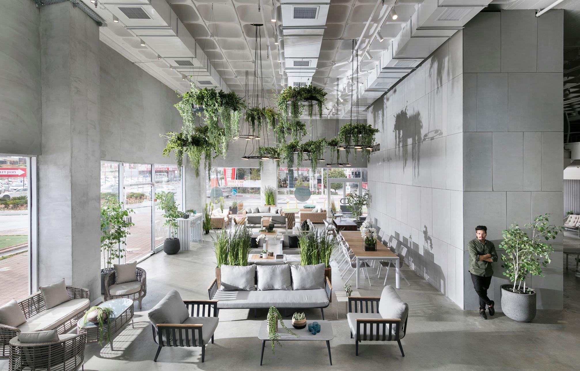 Showroom Of Fragile Garden Furniture - Picture gallery in ...