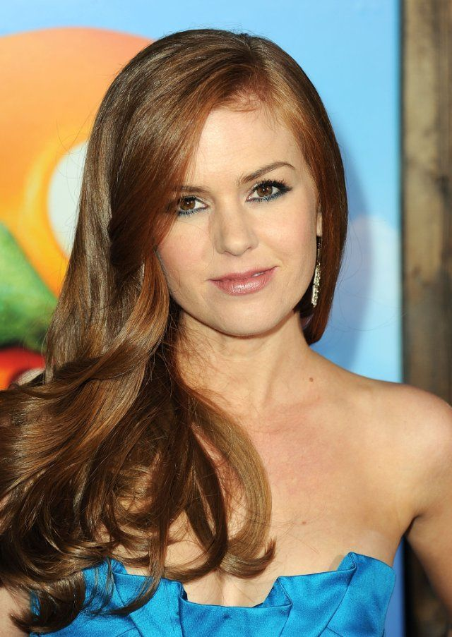 isla-fisher-redhead-movie-of-busty-big-tits