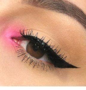 35 Le maquillage des yeux roses a l'air prettymakeup #lovemakeup #pinkeyemakeup #glammakeup #di …