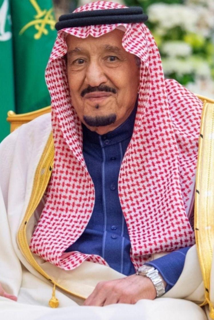 الكشف عن صحة الملك سلمان بعد دخوله المستشفى Saudi Arabia Gift Saudi Men Saudi Arabia Culture