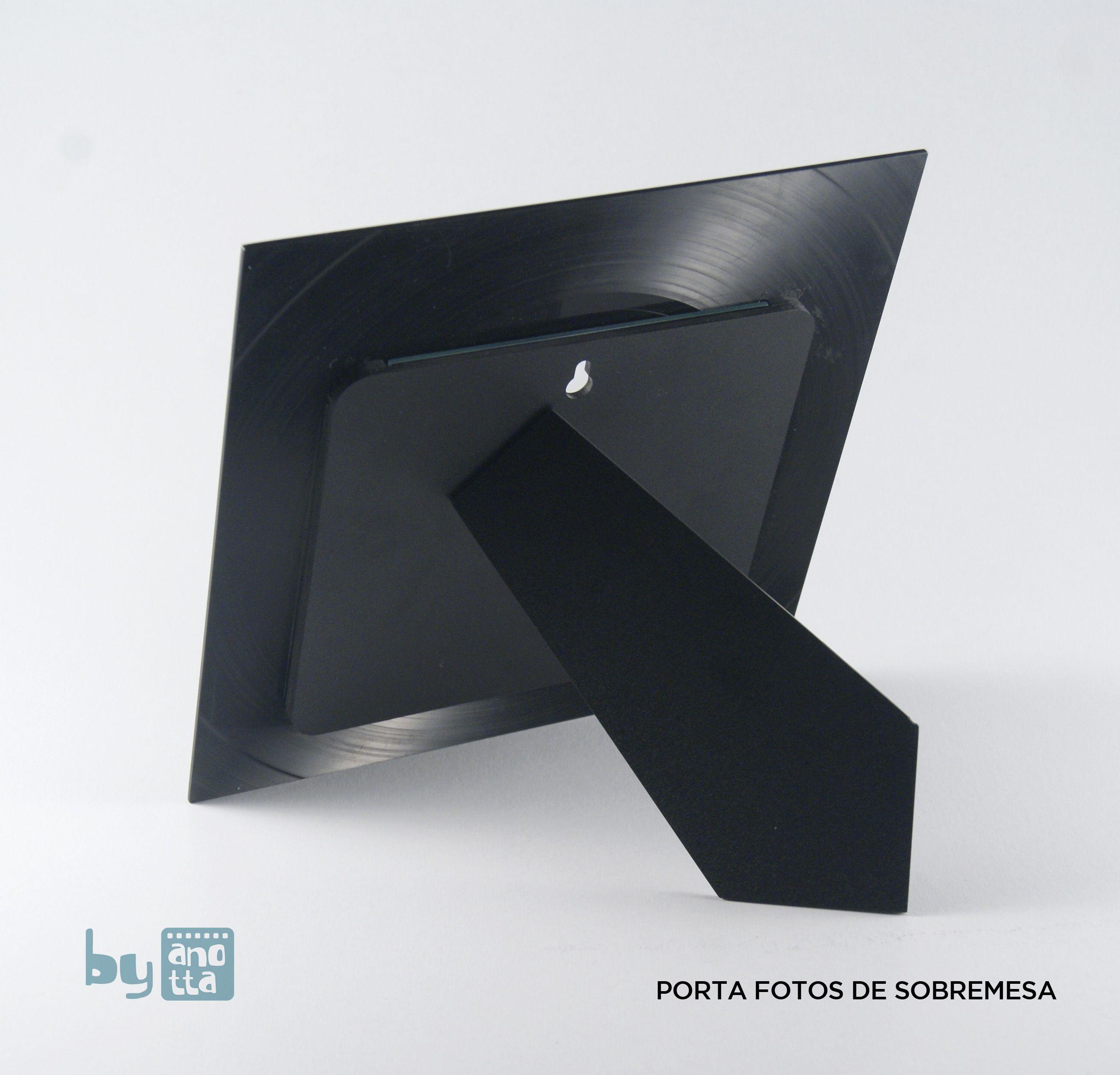Este marco porta-fotos está hecho a mano reciclando un viejo LP de ...