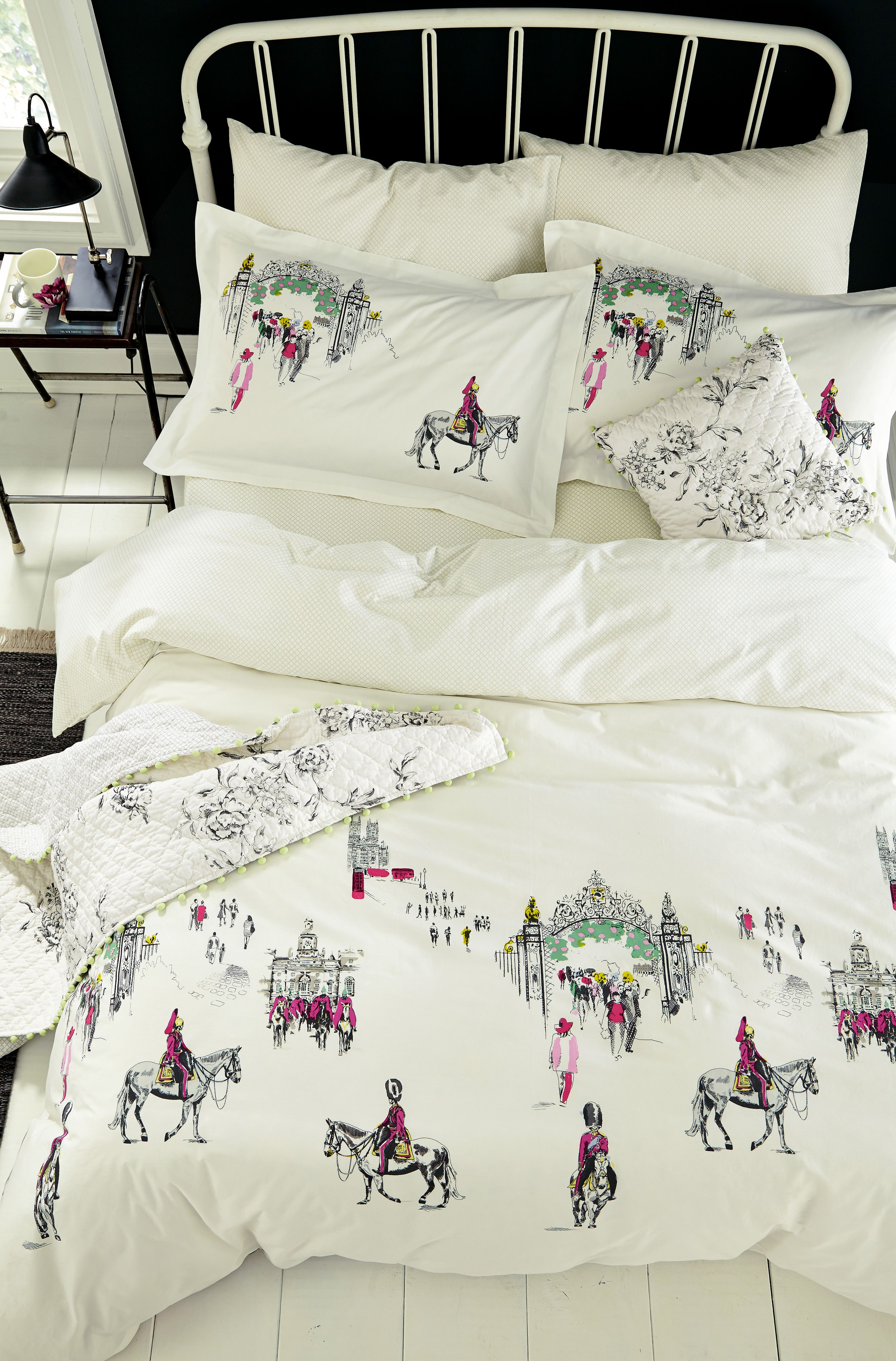 Joules Horse Guard Bedlinen With The London In Bloom Quilted Cushion And Throw Warren House