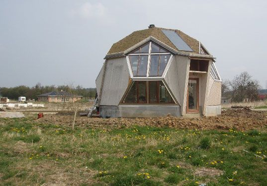 Futuristic Vision Of Sustainable Living Easy Domes Becoming An Easy Choice Geodesic Dome Homes Prefab Modular Homes Dome Home