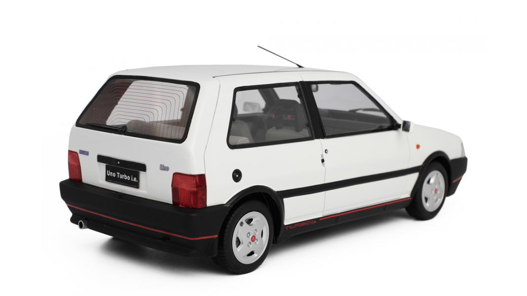 Épinglé sur FIAT UNO TURBO 2° SERIE MK2 - 1990
