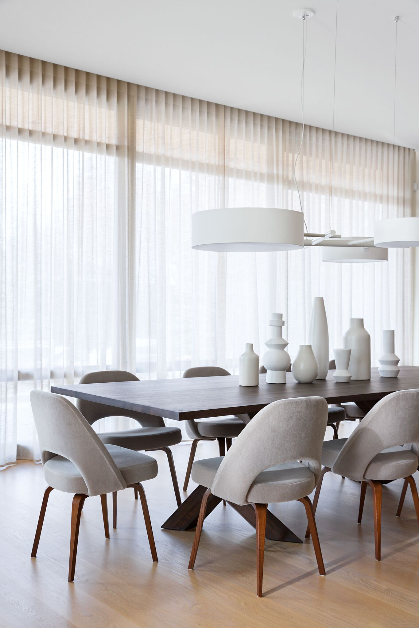Modern Dining Room With Knoll Saarinen Executive Dining Chairs