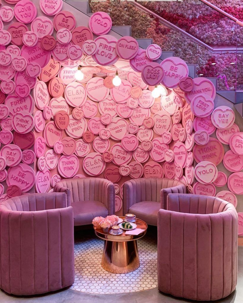 25 Living Room Design Ideas For Valentine Celebration That You Can Try In 2020 Pink Cafe Pink Beauty Salon Decor