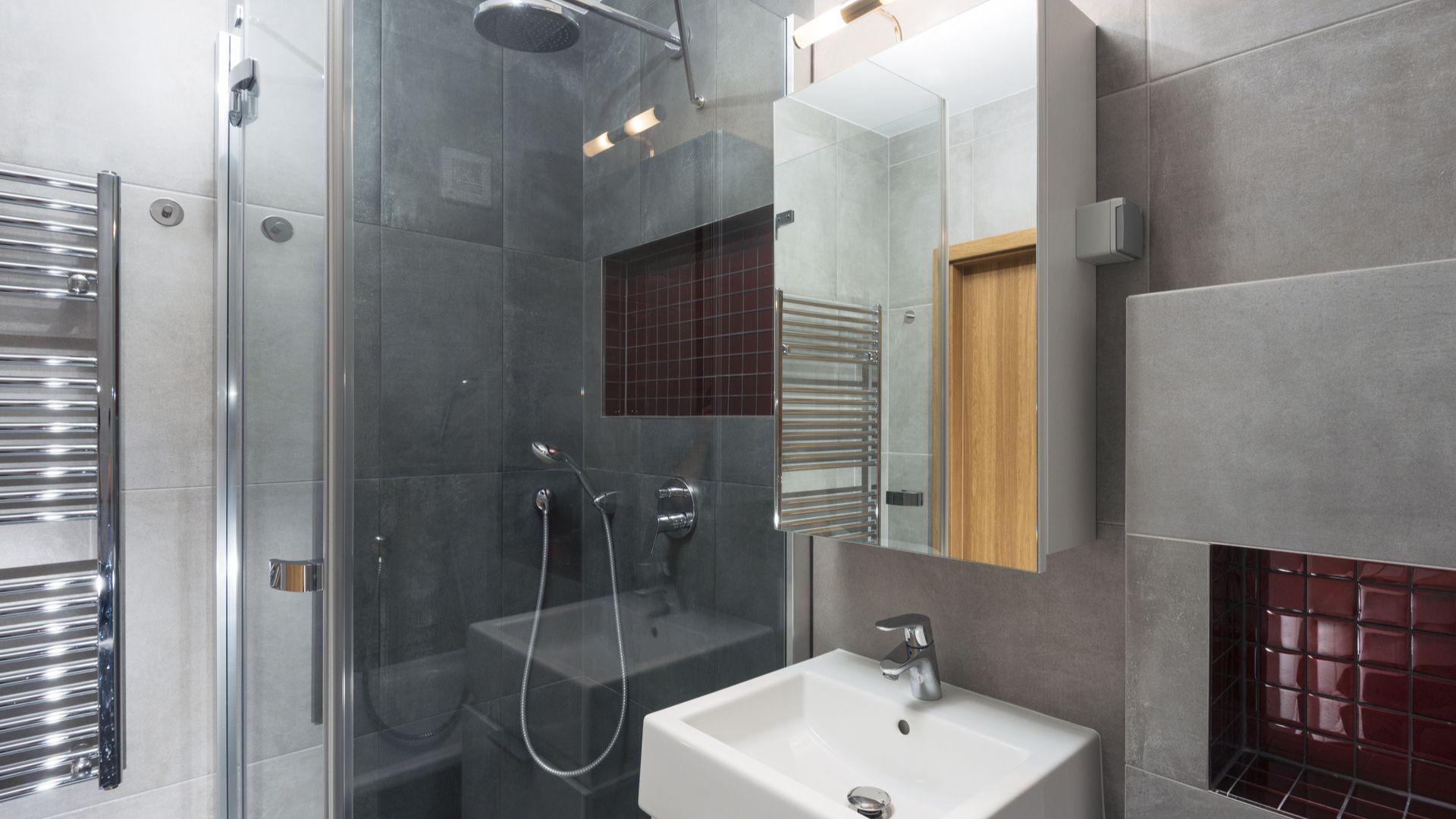 Comment aménager une petite salle de bains (avec images