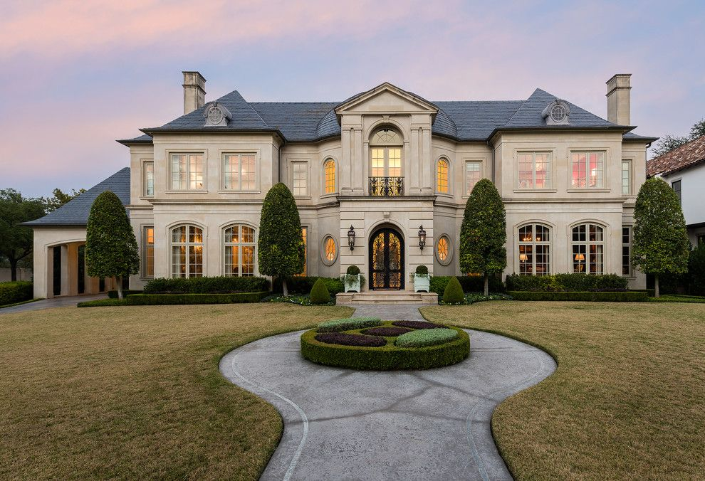 17 Gorgeous Traditional Home Exterior Designs You Will Find Inspiration In Traditional Home Exteriors French Style Homes House Designs Exterior