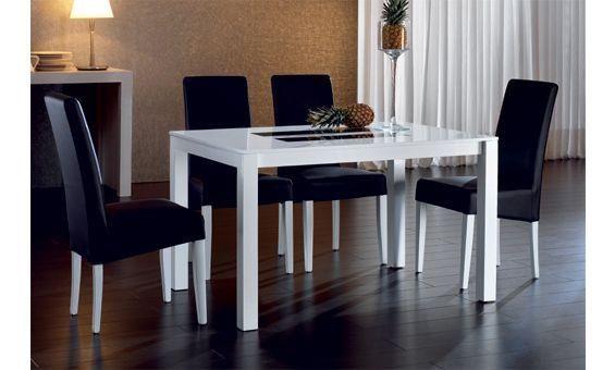 Comedor para cuatro personas con mesa rectangular con detalles en ...