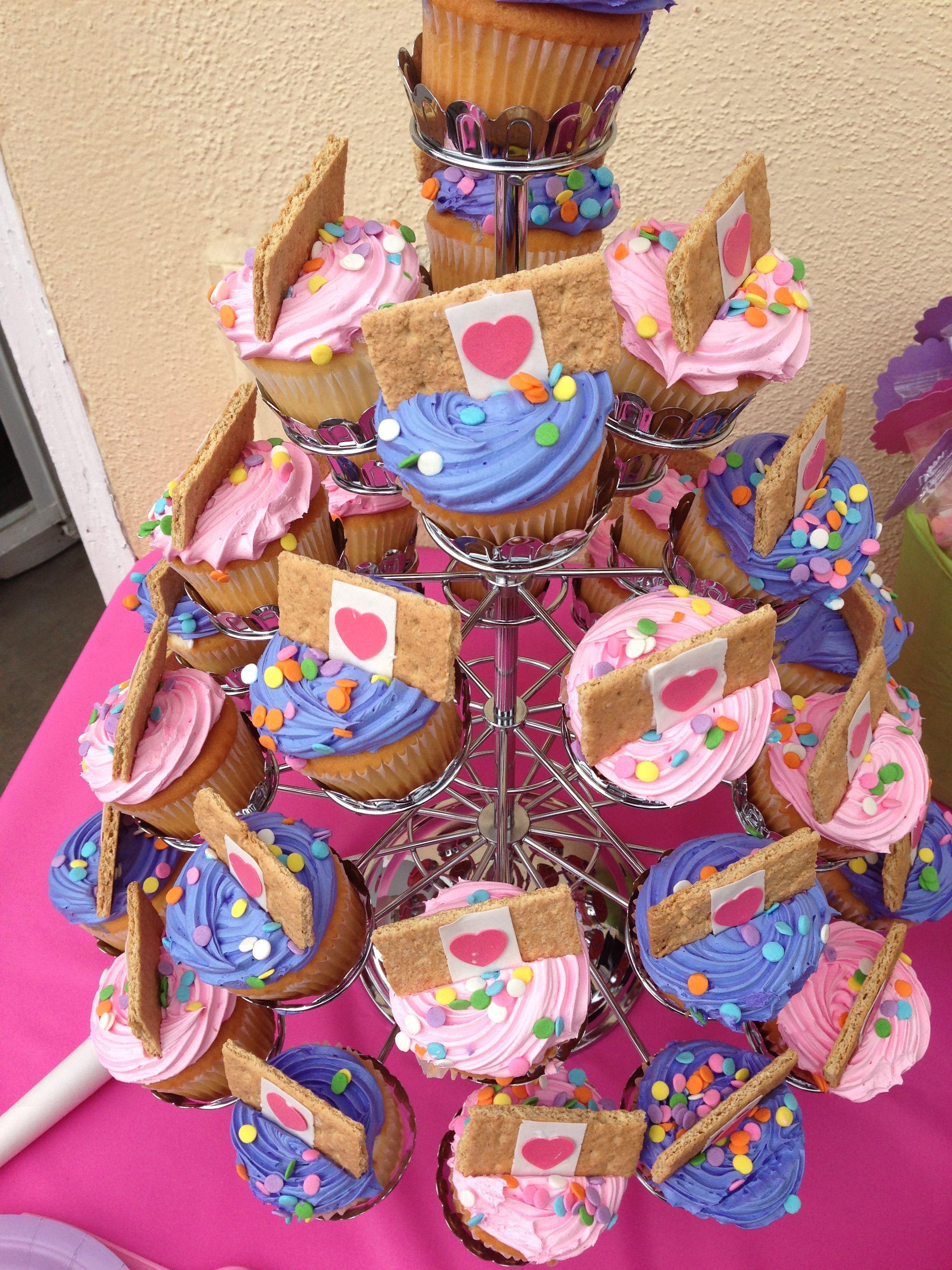 Doc mcstuffins bandages doc mcstuffins party ideas on pinterest doc - Doc Mcstuffins Cupcakes With Graham Cracker Fondant Band Aids