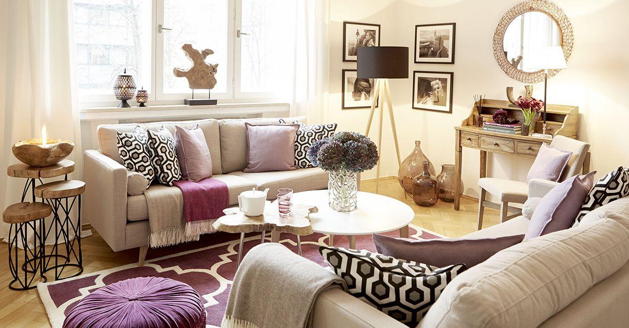 Ein Wohnzimmer in dezenten Naturtönen bekommt durch auberginefarbene - Wohnzimmer Modern Lila