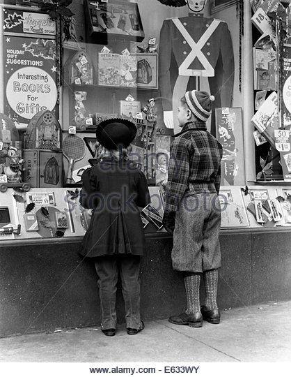 1930s 1940s BOY GIRL LOOKING IN TOY STORE WINDOW