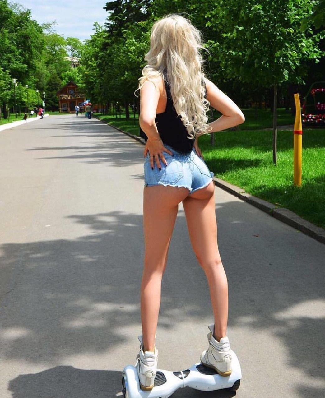 девчонки в шортиках на улице фото портрет