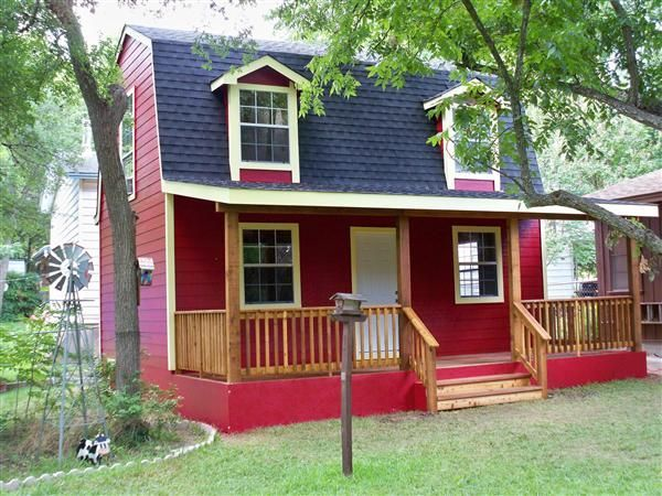 Barn Style Cabin 16 X 24 Two Story Custom Built In 2012 By Sheds And More From Austin Texas 512 873 0281 Clic Shed To Tiny House Tiny House Cabin Shed Homes