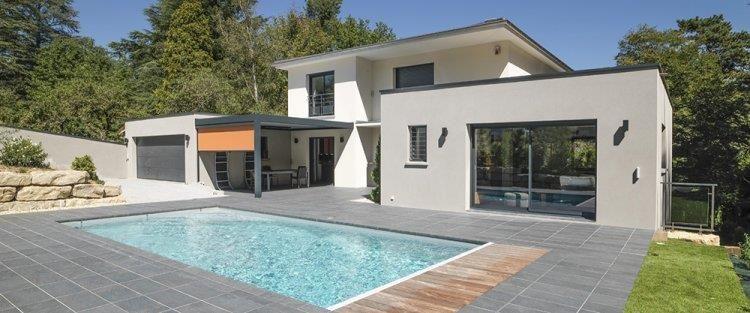 Maison à ossature bois contemporaine avec piscine et terrasse ...