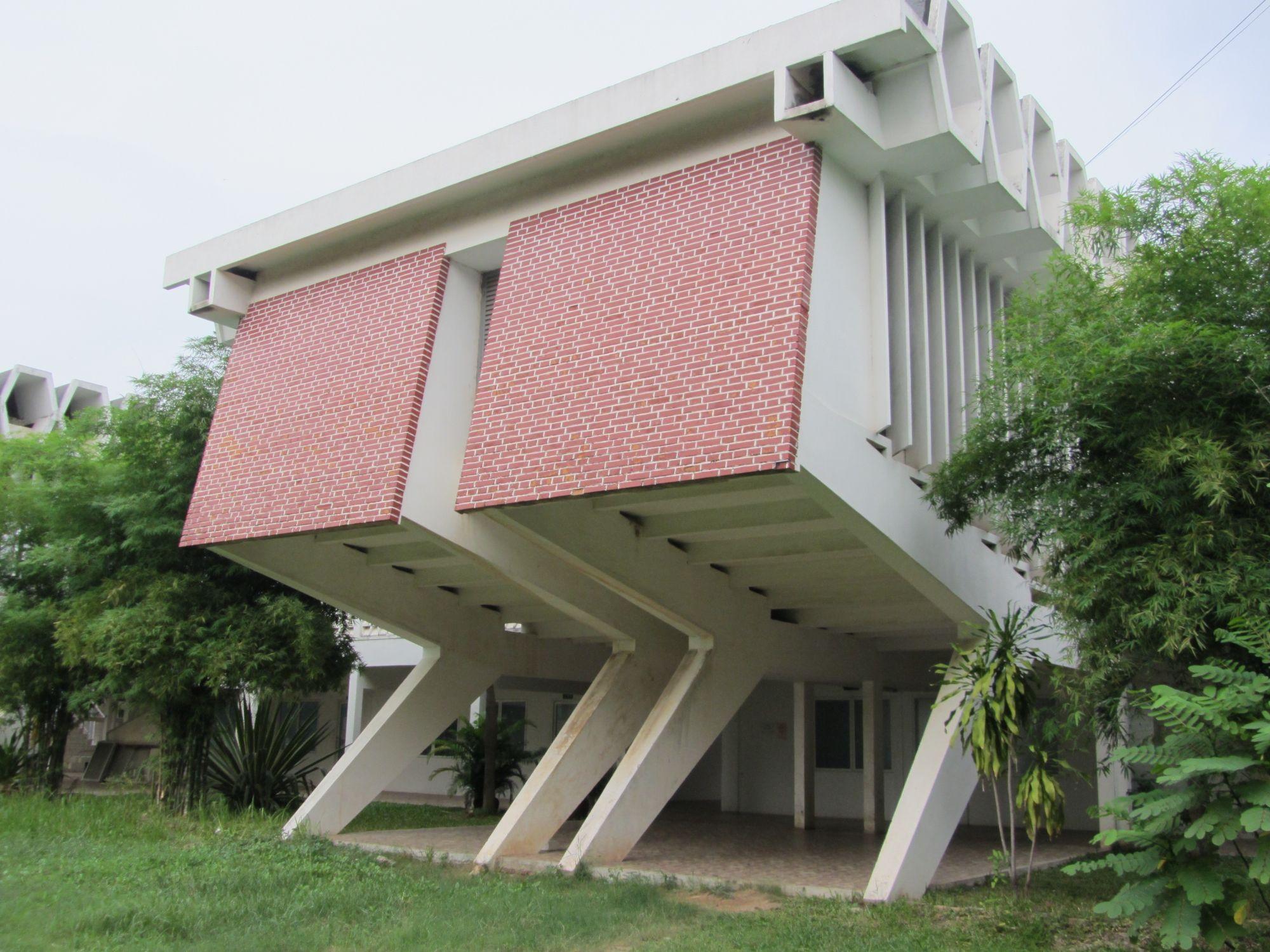 Gebaut von vann molyvann 1972 boulevard russie phnom - Beton architektur ...