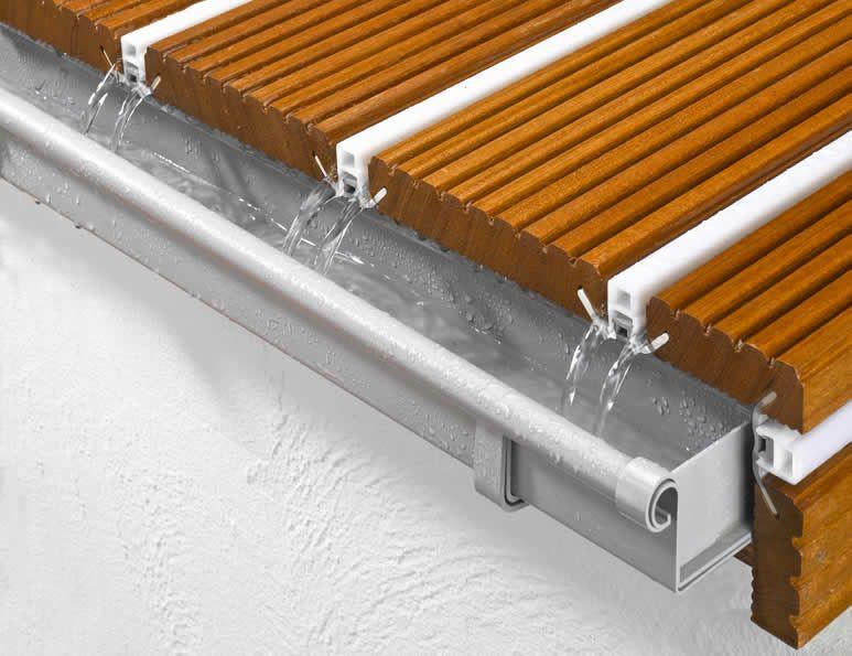 Demonstration Des Wasserableitenden Verlegesystems Alphawing Ideal Fur Den Outdoor Bereich Balkonboden Holzbalkon Balkonbelag