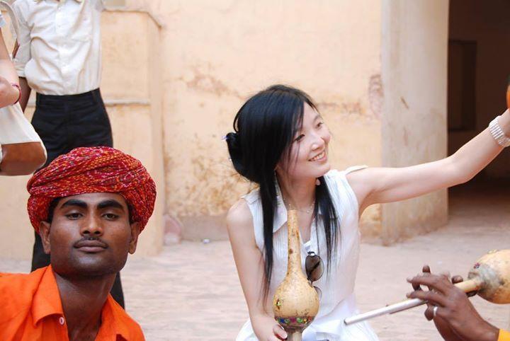 by @goddess0622_ #mytajmemory #IncredibleIndia #tajmahal #인도 #인도여행 #india #아그라 #타지마할 #샤자한 #스카프 #사진 #사진스타그램 #여름 #긴머리 #2009 #04