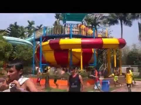 The Black Hole Ride Of Aquatica Water Park Is So Spooky But Enjoyable Water Park Black Hole Enjoyment