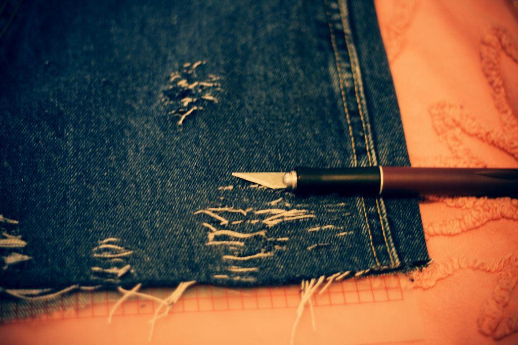 Distressed Jean Cutoffs DIY