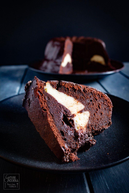 Rezept Schoko Gugelhupf Mit Cheesecake Fullung Gernekochen De In 2020 Mit Bildern Schoko Gugelhupf Gugelhupf Backen Schokoladengugelhupf