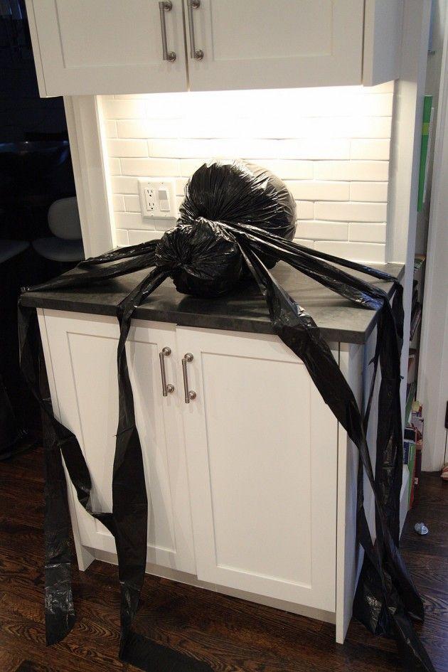 22 Creepy DIY Trash Bags Halloween Decorations Trash bag, Creepy - how to make scary homemade halloween decorations