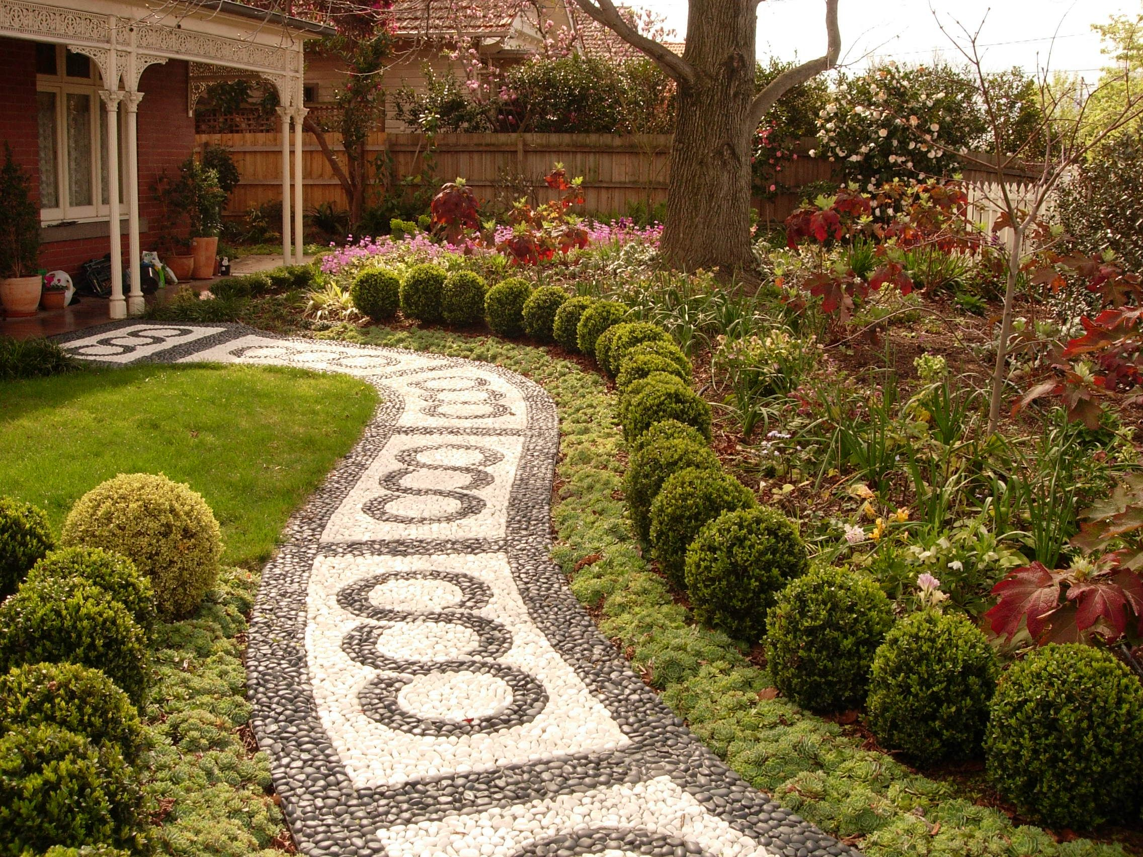 Victorian gardens gardenscape design victorian house for Landscaping ideas stone path