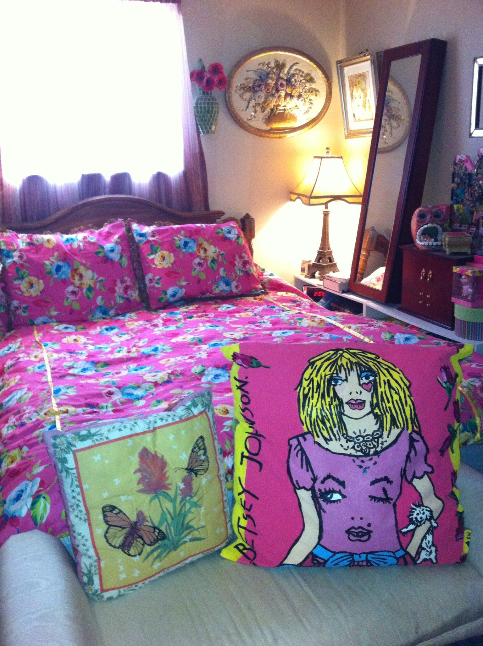 betsey johnson inspired bedding with hand painted pillow! i wish