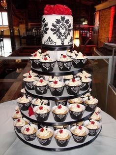 Wedding Cake Black White Red With Cupcakes