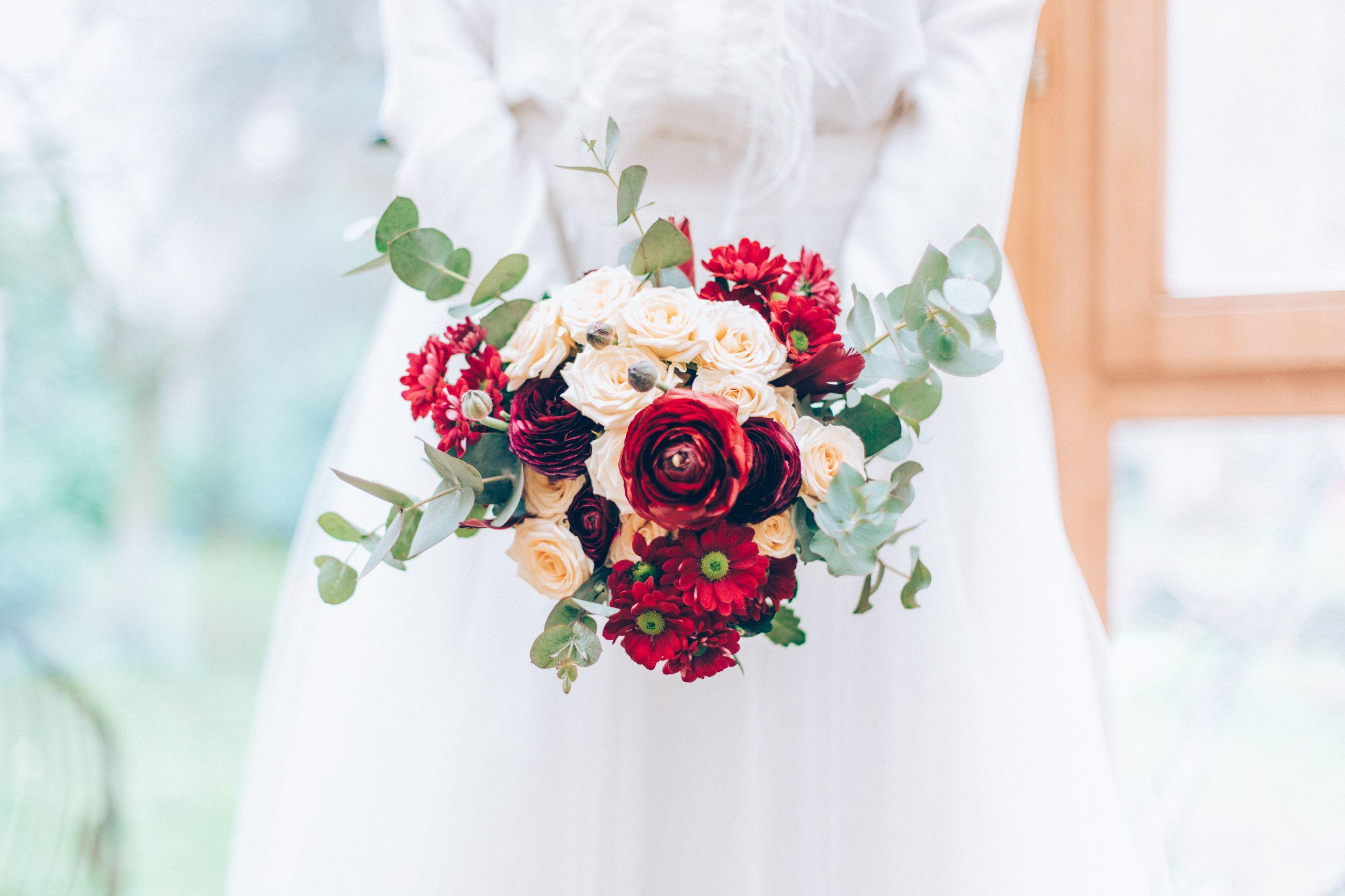 winter wedding bouquet bouquet mari e rouge vert blanc. Black Bedroom Furniture Sets. Home Design Ideas
