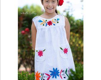 4467cc535d Hermoso vestidito bordado a mano  OTOMI para niña Vestidos Bordados Para  Niña