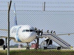 Por más de cuatro horas secuestraron un avión de Egipto en Chipre