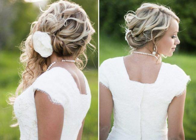 Brautfrisuren Seitlich Gesteckt Locken Halboffen Blume