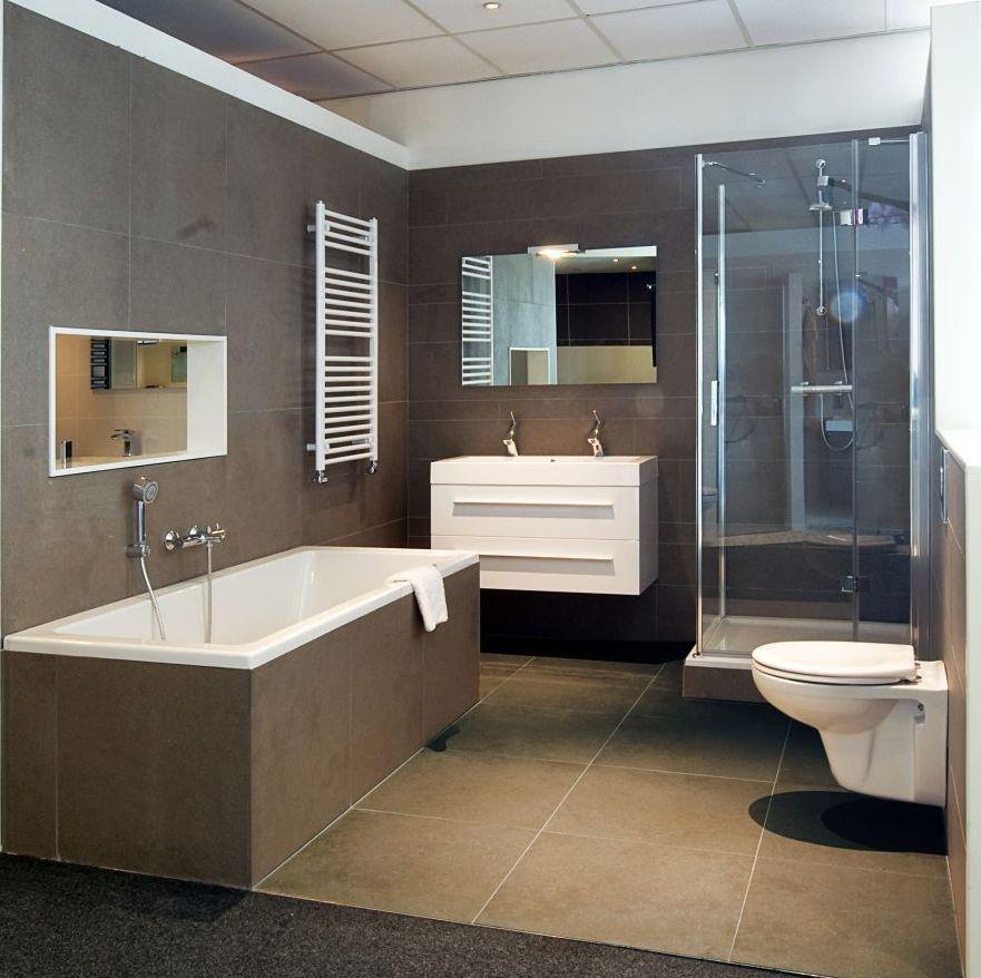 Grote taupe tegels badkamer pinterest taupe tegels en badkamer - Wandtegels levende ...