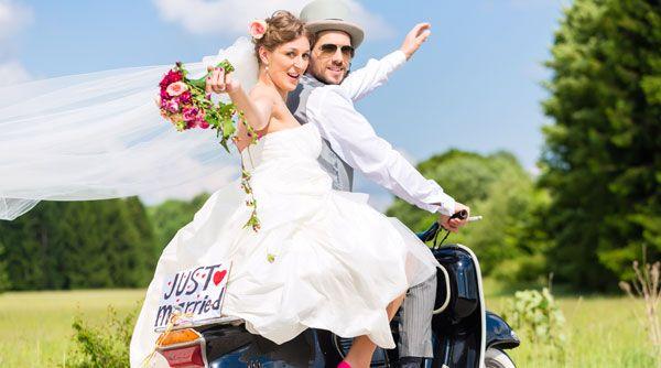 Hochzeitsuberraschung Fur S Brautpaar 6 Ideen Glucksbringer Hochzeitsspiele Brautpaar Hochzeit Hochzeitsuberraschungen