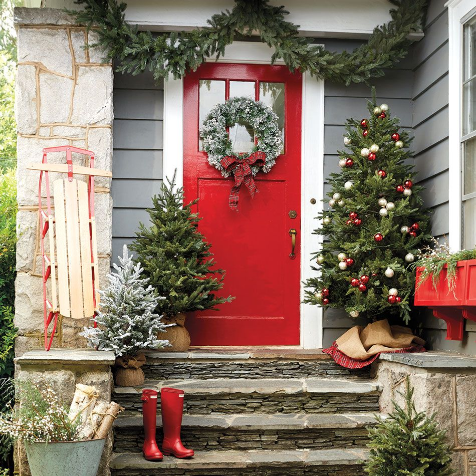 10 Holiday Front Doors To Inspire