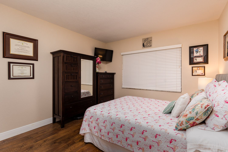 2 bedroom and 2 bathroom with walkin custom closets