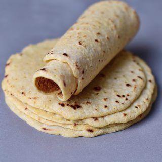 Tortillas Rezept mit 2 Zutaten | glutenfrei, für Tacos, Burritos - Elavegan #kartoffeleckenbackofen