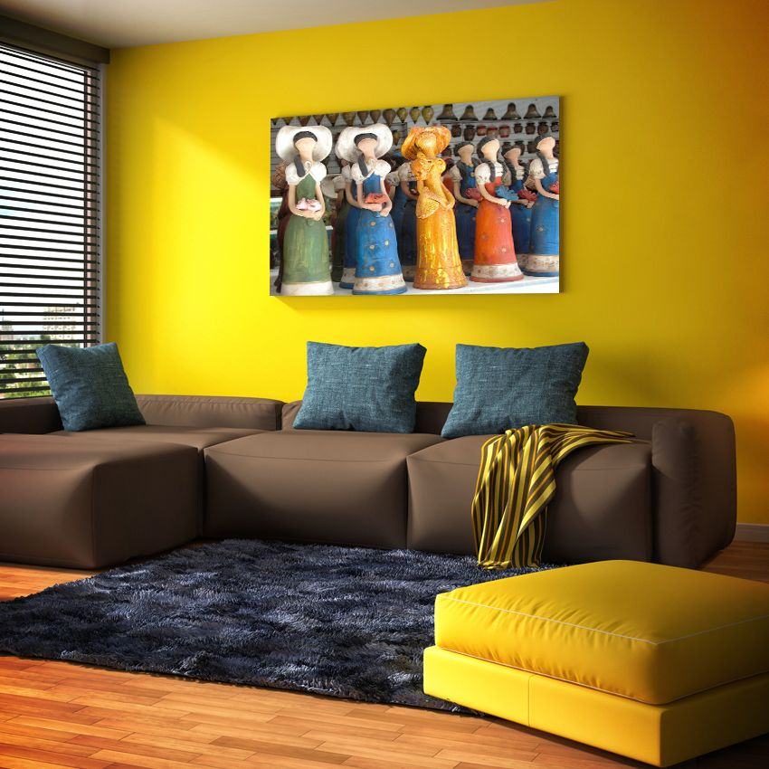 Una pared amarilla luce genial si tus muebles son marrones - Sofas amarillos color paredes ...