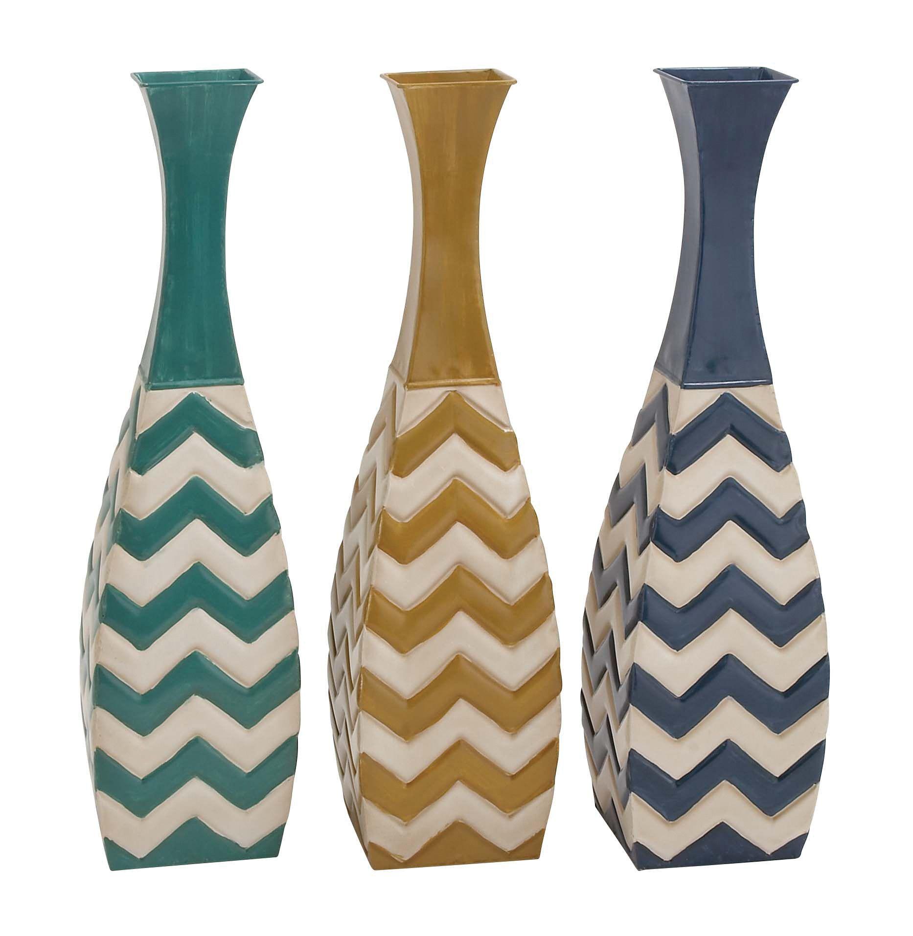 Attractive Zig Zag Designed Metal Vase
