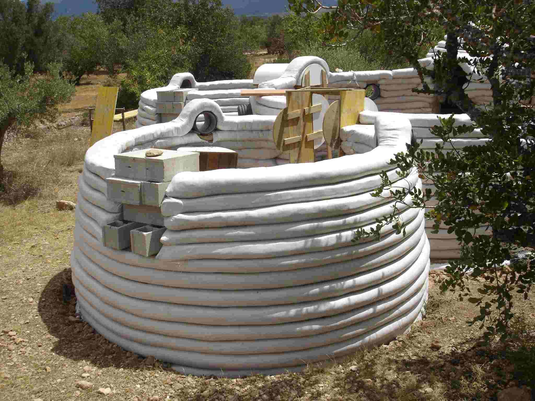 Como Hacer Una Casa Subterranea Con Sacos De Arena Buscar Con Google Earth Bag Homes Natural Building Dome House