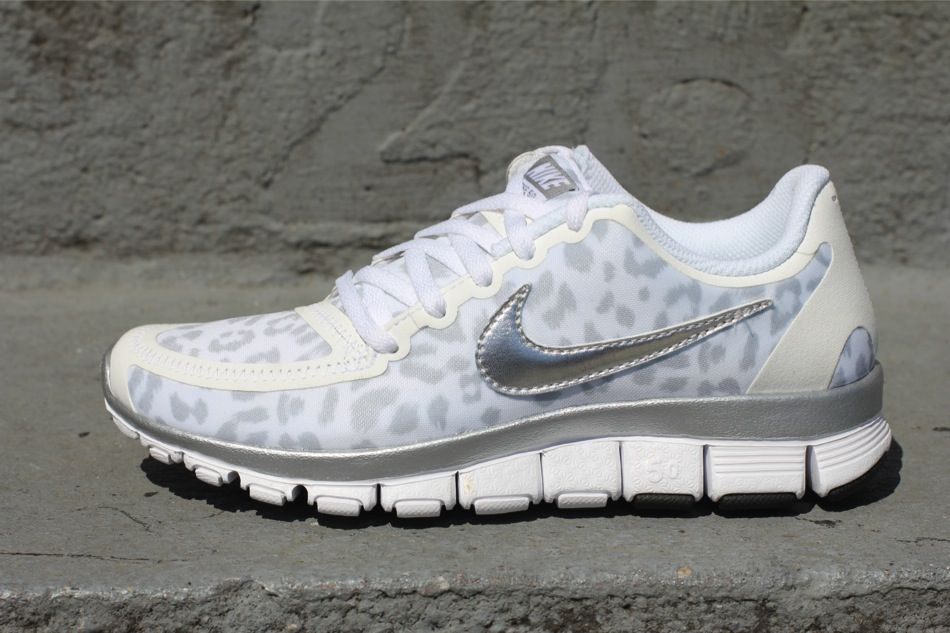 Love these white cheetah Nike I want noww