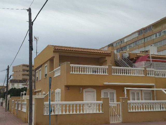 REF: ID 975. House located in La Mata-Torrevieja with 2 bedrooms and 2 bathrooms. The house has central heating and parking.