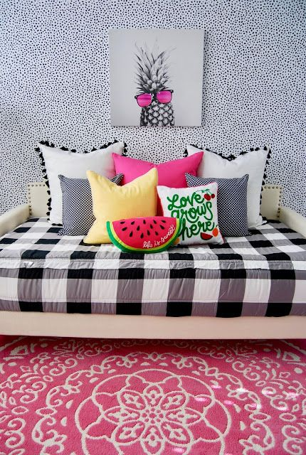 This room was a really FUN bedroom to design. Since we are renting and I knew this space is going to be temporary, I felt like I had to freedom to go crazy with anything I wanted to do and add fun pops of color.  Sometimes rentals don't have as much space as you need with a family of 6, so we needed to turn this space into a bedroom/playroom. #beddys #beddysbeds #zipperbedding #zipyourbed #girlsroom #beddysbedding