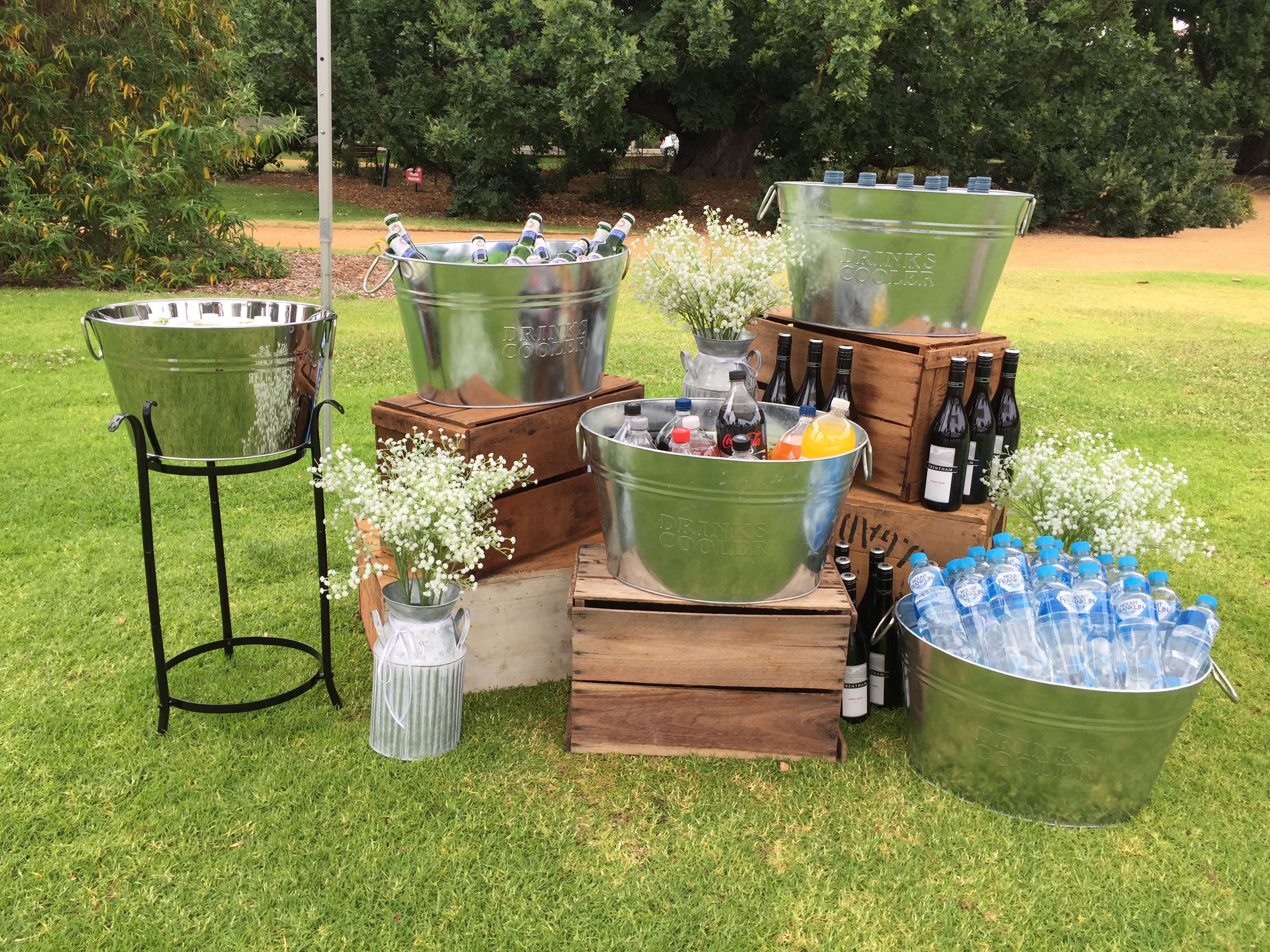 Drinks station perfect idea for an outdoor wedding for Backyard engagement party decoration ideas