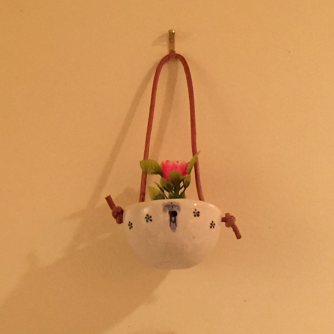 Japanese mini flower pot. Bought it in Tokyo 1.5 years ago and lost it in my suitcases. Rediscovered last night and loved its look on the wall!